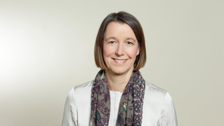 Corinna Schittenhelm, Jahrgang 1967, ist im Vorstand des Herzogenauracher Kfz-Zulieferers Schaeffler verantwortlich für das Ressort Personal. Die studierte Diplom-Betriebswirtin startete ihre berufliche Karriere bei der Bayerischen Vereinsbank, wechselte dann aber 1996 zu Siemens, wo sie als Personalreferentin für Mobile Phones in München arbeitete. Auf weiteren Stationen blieb sie dem Konzern treu und wechselte im Januar 2014 als Personalchefin zur Osram Licht AG. Anfang 2016 kam Schittenhelm dann in den Vorstand der Schaeffler AG.