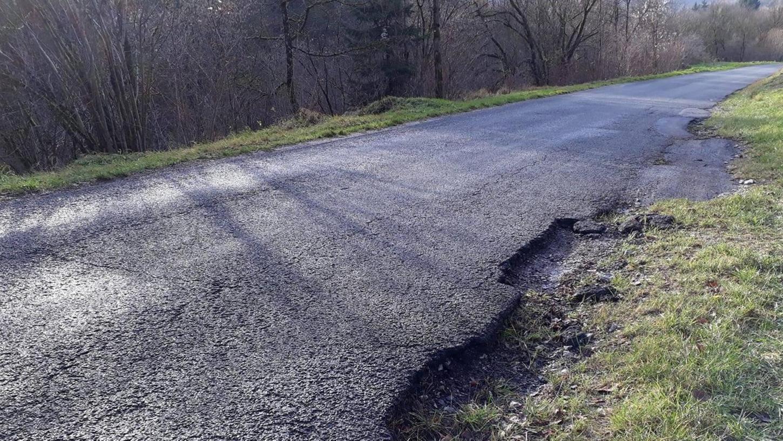 Sie ist eine der schlechtesten Straßen in Eggolsheim - sagt der Bürgermeister. Die Verbindungsstraße zwischen Dürrbrunn und Tiefenstürmig.