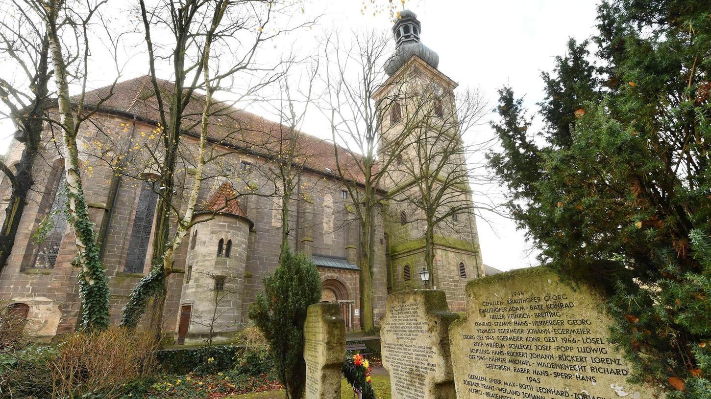 Der Alchemist Christian Wilhelm Krohnemann richtete in einem Gebäude des einstigen Dominikanerinnenklosters Frauenaurach (1549 aufgelassen und danach markgräflicher Besitz) ein alchemistisches Labor ein. Heute steht dort noch die Klosterkirche.