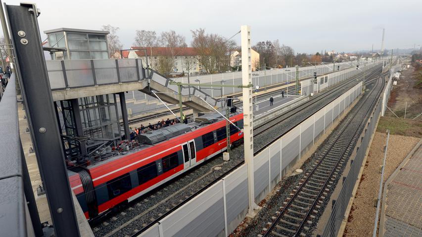 Immer mehr Menschen leben in der Metropolregion und immer mehr pendeln mit der S-Bahn - an einem Spitzentag bis zu 50000: Der Bedarf an neuen innerstädtischen Haltestellen wächst, in Erlangen etwa wird im Dezember 2015 der Haltepunkt Paul-Gossen-Straße eröffnet.