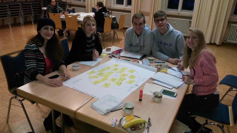 Studierende der Kulturgeographie an der Universität Erlangen trafen in Uffenheim mit Geflüchteten zusammen, um ihren Lebensalltag zu erforschen.