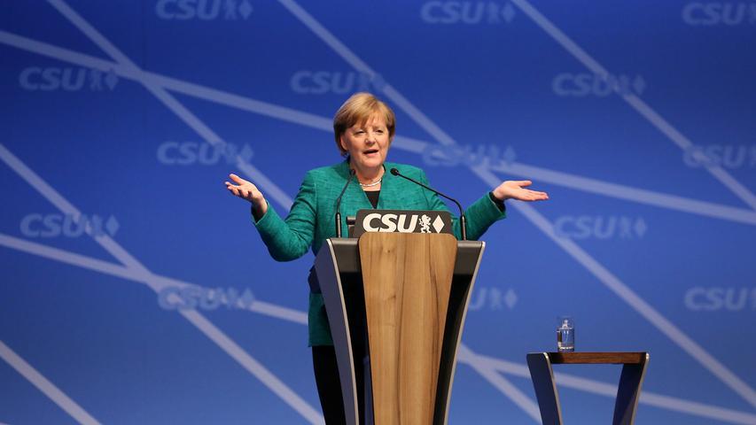 Dezember 2017: Schon wieder tauchte Merkel in der Nürnberg auf, genauer gesagt, inmitten des Messe-Geländes. Dort trat sie beim CSU-Parteitag auf die Bühne.