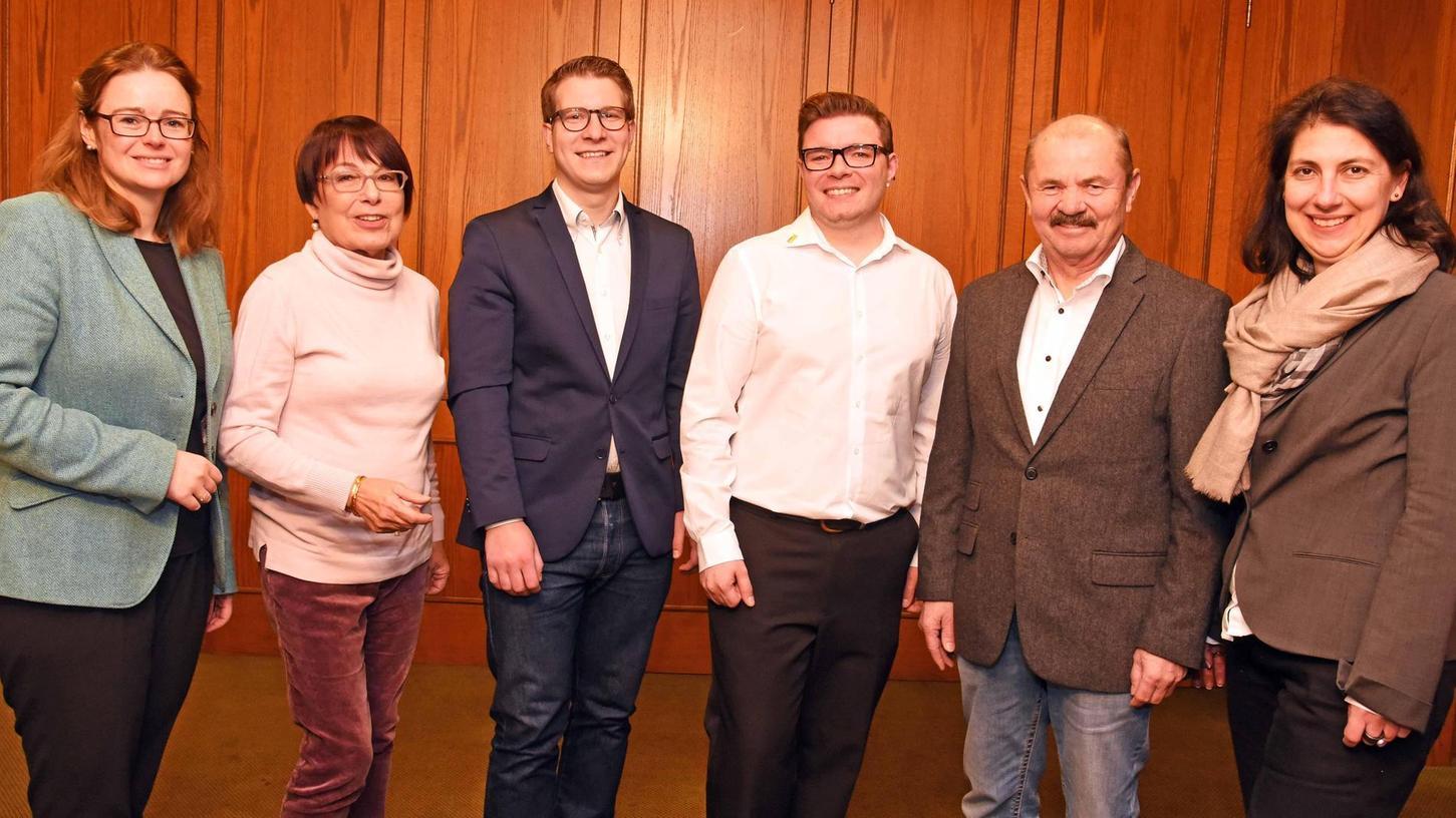 Stefan Stromberger (3. v. li.) aus Neuses ist der FDP-Kandidat für den Landtag, Daniel Zimmermann aus Roth (4. v. li.) bewirbt sich für den Bezirkstag. Marina Schuster, Walburga Kumar, Max Netter und Katja Hessel gratulieren.