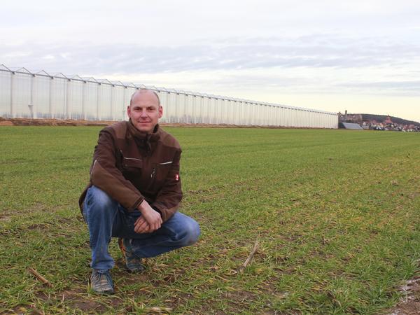 Christian Drechsler und sein Vater Bernd bauen ab Januar 2018 in dem Gewächshaus Tomaten an.