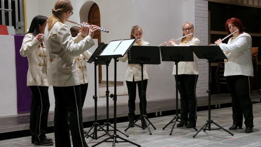 """Von Telemanns """"Concerto"""" zu Griegs """"Elfentanz"""": Das Querflötenensemble des Spielmannszugs Grenzmark sorgte für Begeisterung."""