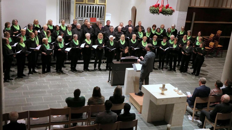 """Aus vollen Kehlen: """"Peace to the World"""" wünschte der HerzoChor Liederkranz bei seinem Auftritt."""