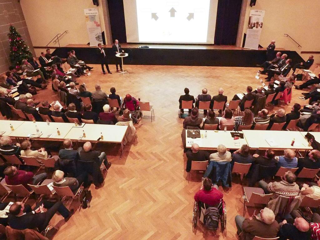 Jetzt geht es los: In Herzogenaurach tagte erstmals das Dialog-Forum zur Stadt-Umland-Bahn.