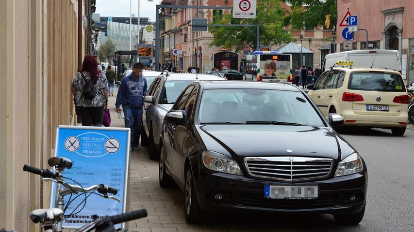Die Goethestraße ist zu einem Parkparadies geworden, an dem die vielen Busfahrer manchmal verzweifeln. Sie können aber nichts dafür, dass in der Goethestraße das Verkehrschaos immer schlimmer wird.