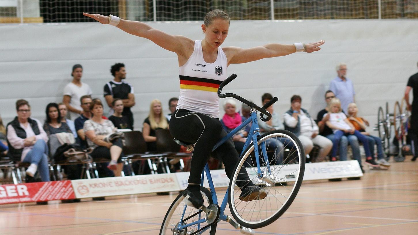 Milena Slupina bei den ersten German Masters Kunstrad-Sport.
