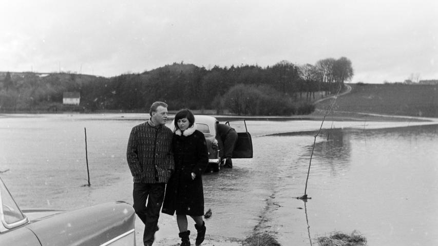 Plötzlich einsetzende Schneeschmelze und ergiebige Regenfälle haben an Weihnachten vor 50 Jahren im Raum Pegnitz für Hochwasser gesorgt. Die Kleingartenanlage in der Reusch glich einem See, ebenso wie die Talaue zwischen der Reusch und Hainbronn. Die Gemeindeverbindungsstraße war nur unter großer Gefahr passierbar.