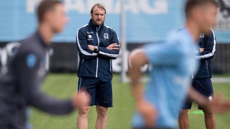 Vom Trainer-Beben im Freistaat blieb auch der TSV 1860 München nicht verschont. Während beim FC Bayern und dem Club die Trainer jeweils gehen mussten, war es bei den Löwen allerdings umgekehrt. Daniel Bierofka, als Profi selbst in Giesing aktiv, bat um seinen Rücktritt.