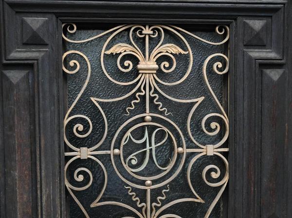Die alte Tür, die in Stephan Heitschs Werkstattladen führt, ist ein echter Hingucker...