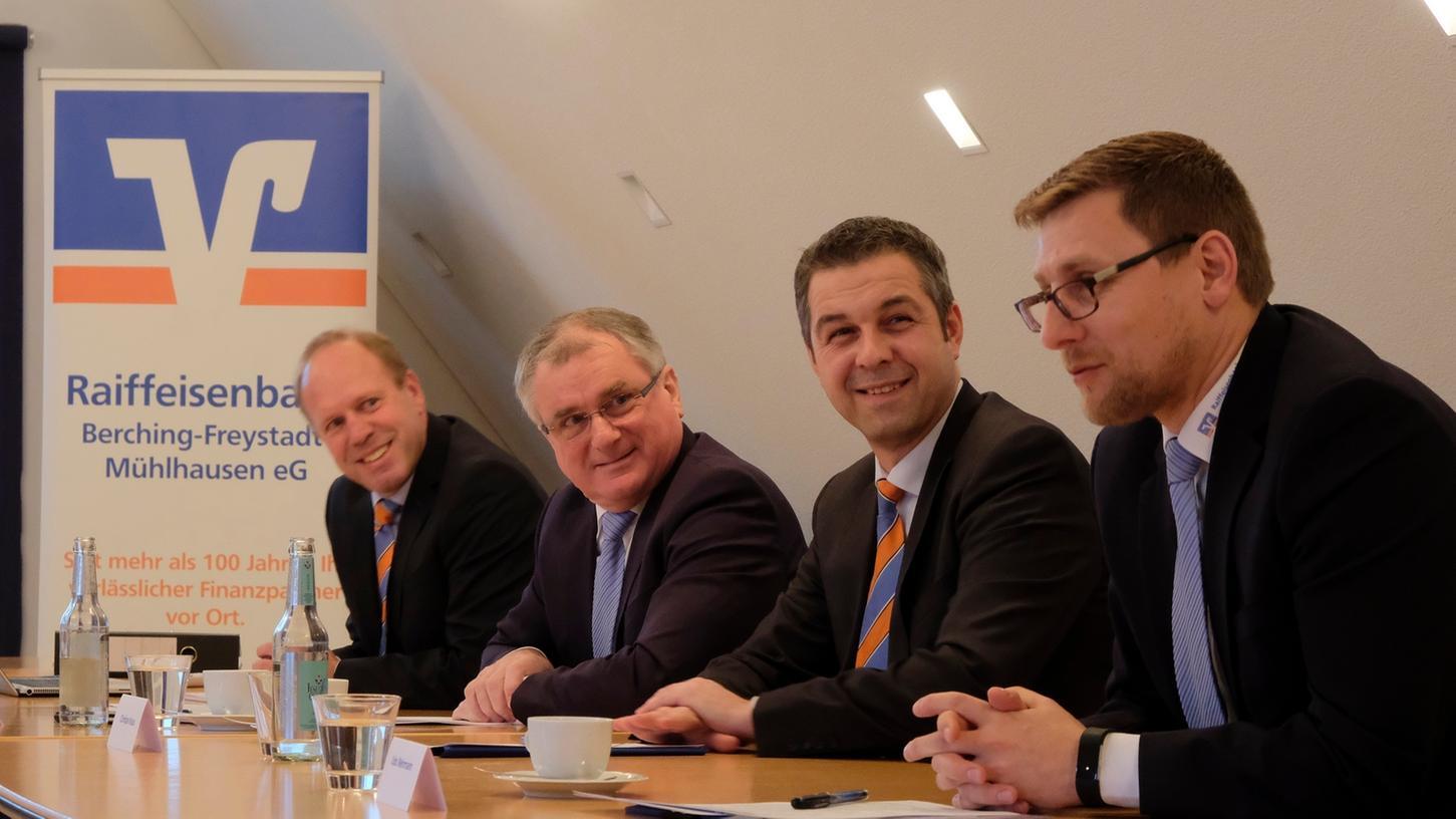 Die Raiffeisenbanken am Rothsee und Berching-Freystadt-Mühlhausen wollen fusionieren. Das gaben die Vorstände bei einer gemeinsamen Pressekonferenz bekannt.