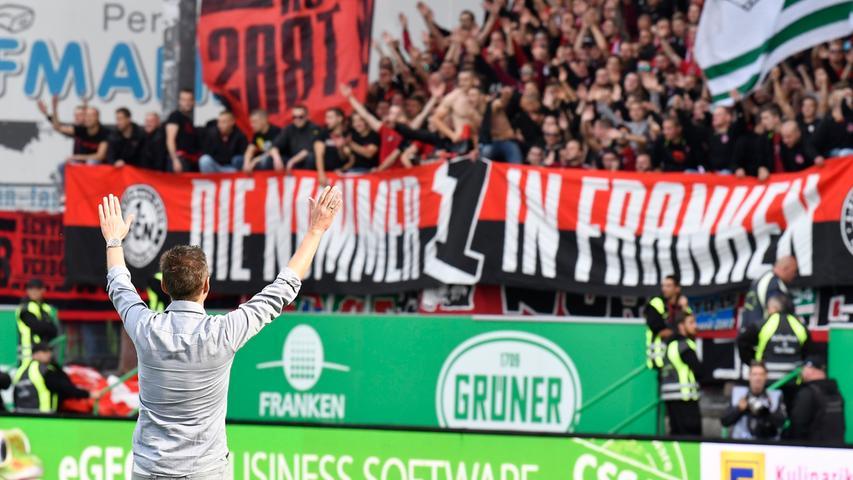 In der Hinrunde gab es noch weitere Gelegenheiten, um zu Feiern. Die vielleicht schönste: Der erste Derbysieg in Köllners Club-Karriere. Am 24. September gewann sein Club das prestigesträchtige Kräftemessen mit 3:1. Ein herrliches Gefühl, nicht nur für die Fans, die 38 Jahre auf einen Sieg im Ronhof warten mussten. Sondern auch für den Trainer, der...