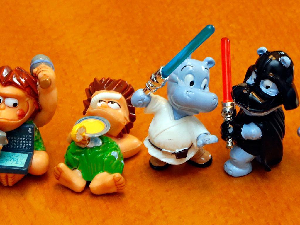 RESSORT: Lokales..DATUM: 27.12.17..FOTO: Michael Matejka ..MOTIV: Depot im Spielzeugmuseum / Die Ötzis (links) und Happy Hippos (rechts) aus dem Ü-Ei..ANZAHL: 1 von 10..