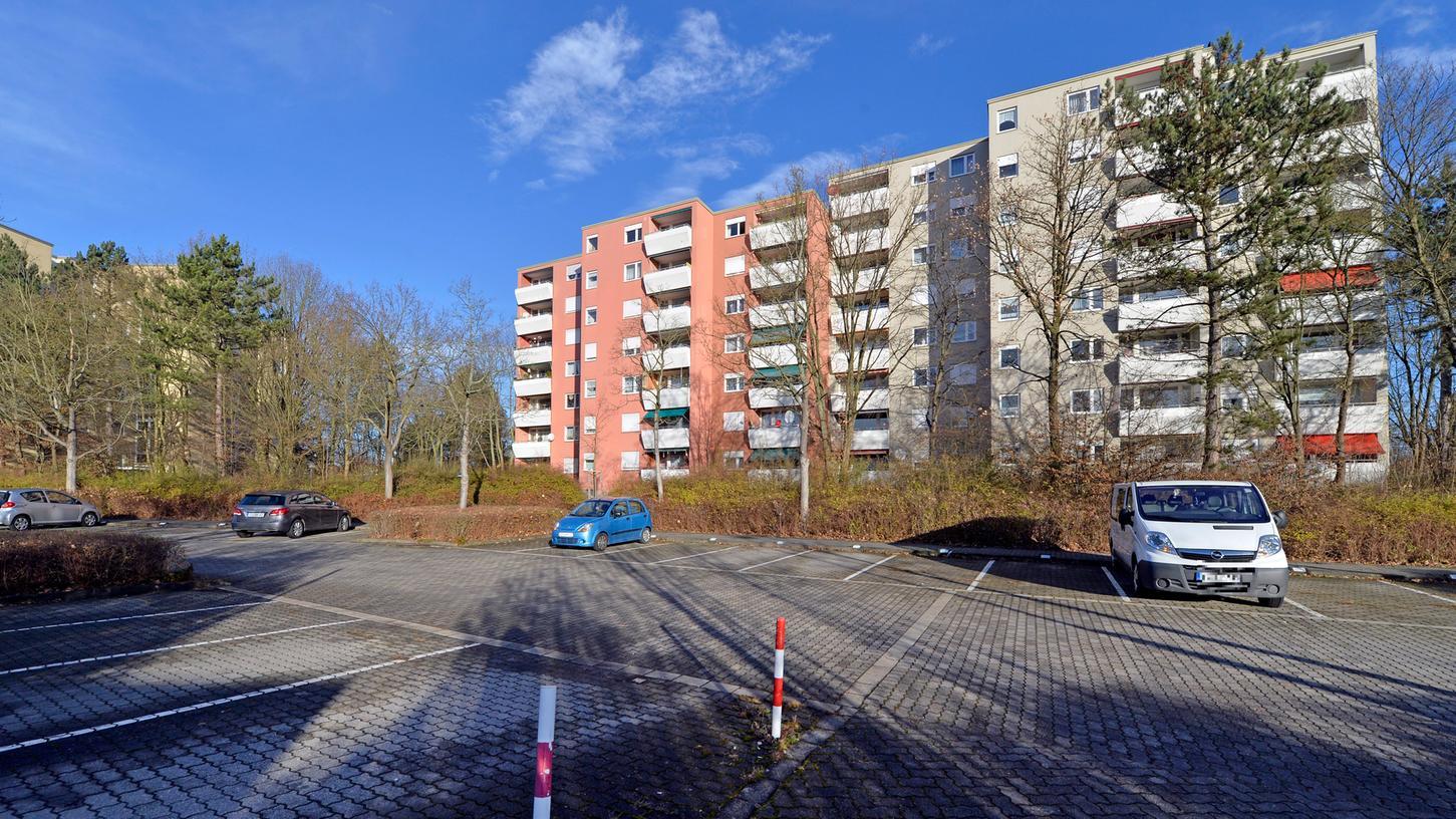 90 neue Wohnungen will die Gewobau auf ihren Parkplätzen an der Odenwaldallee in Büchenbach bauen. Auch hier regt sich Widerstand.