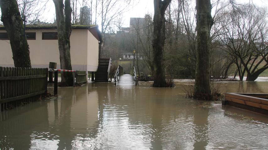 Der Pappenheimer Campingplatz steht weitgehend unter Wasser.