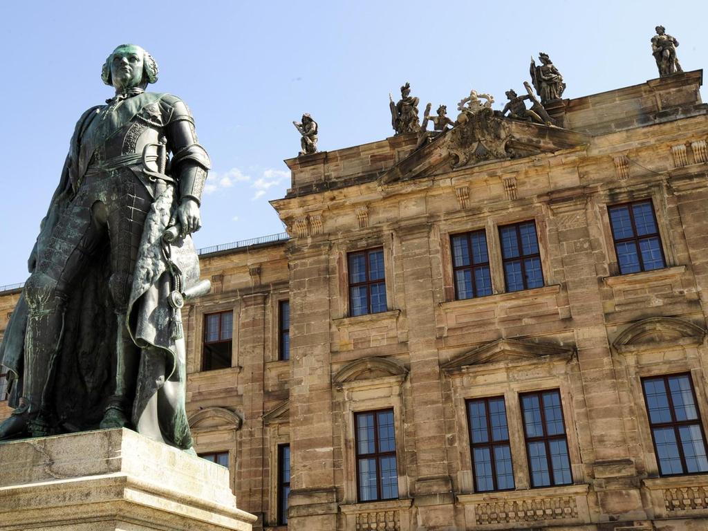 Im Erlanger Schloss ist die Universitätsleitung untergebracht.