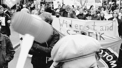 Friedlicher Protest: Mehr als 7000 Menschen aus dem ganzen Bundesgebiet gingen in Nürnberg gegen Hartz IV auf die Straße.Foto: Michael Matejka