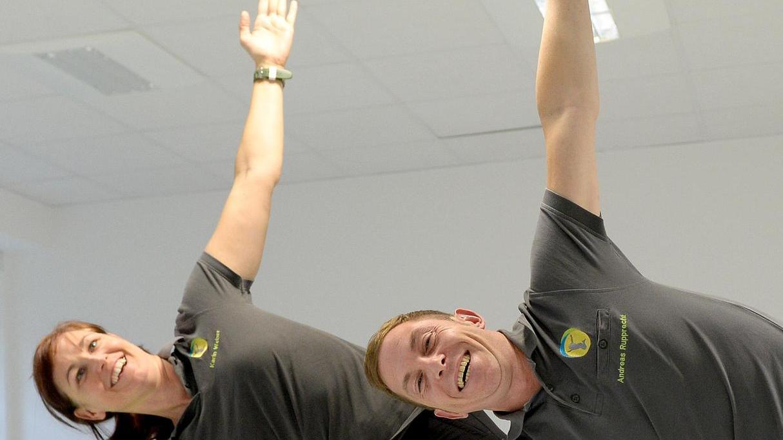 Nach einem Unfall fast bewegungsunfähig, hat Andreas Rupprecht – neben seiner Partnerin Karin Weber – heute wieder gut lachen.