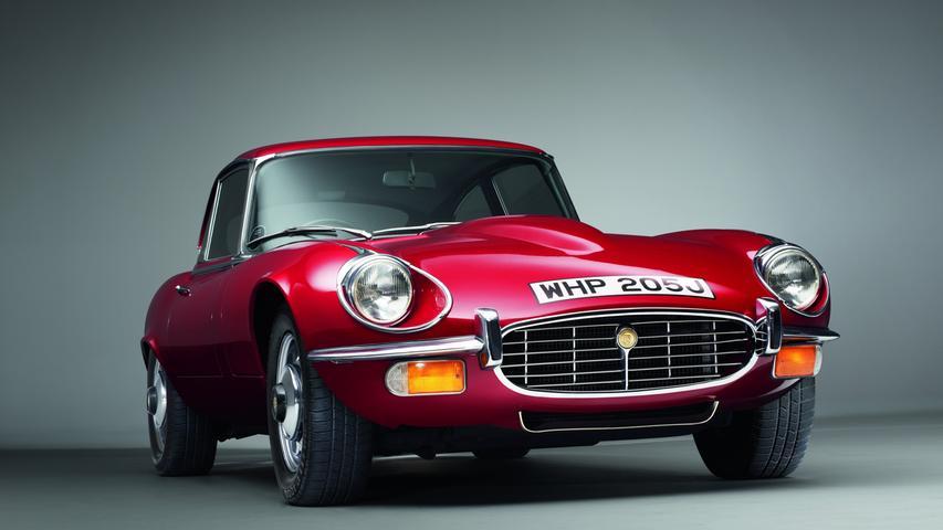 Nicht nur James Bond liebt englische Sportwagen: Seit den 1960er-Jahren jagt auch FBI-Agent Jerry Cotton Bösewichte. Sein Dienstfahrzeug: Ein Jaguar E-Type. Der E-Type gilt als eines der schönsten Autos, die jemals gebaut wurden. Und das absolut zu Recht.
