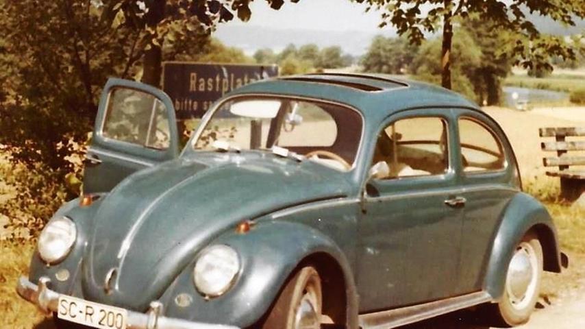 Wann und wo genau dieses Foto eines Schwabacher VW Käfers gemacht worden ist, ist nicht bekannt. Wahrscheinlich handelt es sich um einen Rastplatz an einer Autobahn. Die schönsten Käfer-Bilder aus unserem Archiv finden Sie hier.