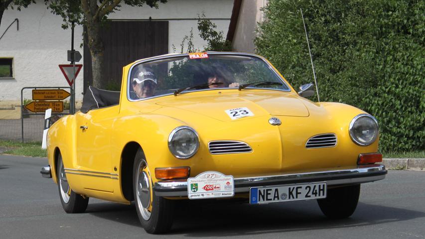 Der Motor stammt vom VW Käfer, die Karosserie von Karmann in Osnabrück: Der Karmann Ghia war in den 60ern wohl die preisgünstigste Art, ein luftgekühltes Sportcoupé zu fahren. Zwar werkelten im Heck nur 30 bis 50 PS, aber dafür war der Ghia im Vergleich zu den ebenfalls luftgekühlten Sportcoupés von Porsche aus Zuffenhausen recht erschwinglich: Sein Neupreis betrug 7500 DM.