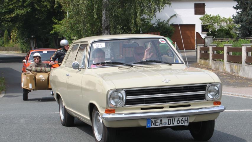 Apropos Opel Kadett: Die untere Mittelklasse von Opel, die heute Astra heißt, wurde in den 1960er-Jahren nach einem militärischen Rang benannt. Der Opel Kadett prägte das Straßenbild in Deutschland maßgeblich mit. Wirklich siegreich war die Baureihe allerdings nicht: VW aus Wolfsburg war erst mit dem Käfer und dann mit dem Golf gemessen an den Zulassungszahlen immer erfolgreicher als Opel mit dem Kadett.