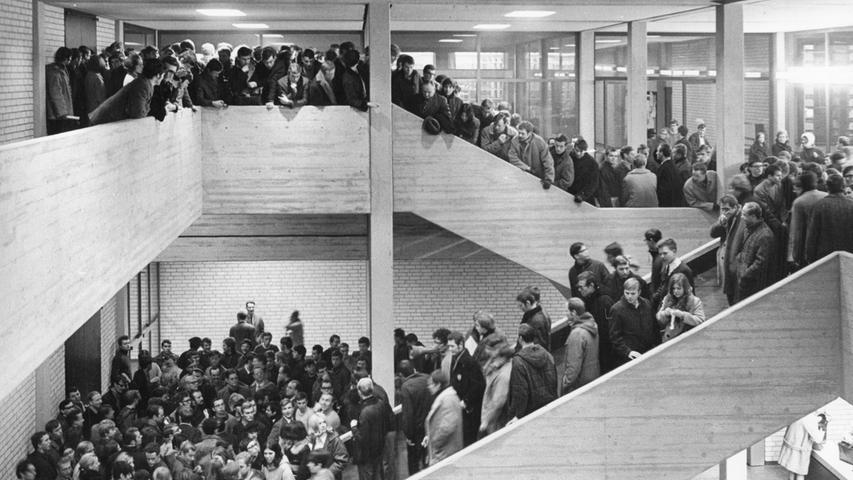 Aktive Studentenbewegungen, Diskussionen und Engagement war 1968 ebenfalls in Erlangen spürbar. Auch an der Universität Erlangen-Nürnberg kommt es zu Studentenprotesten.