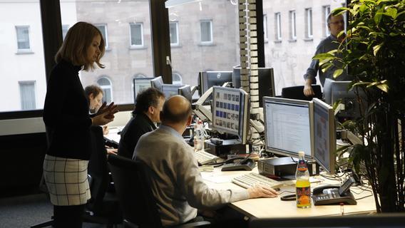 Von 6 Uhr bis Mitternacht: Der Tag am Newsdesk