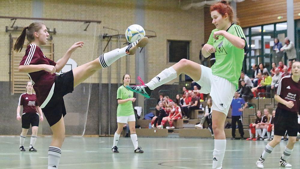 Dauerduell in der Halle: Insgesamt viermal standen sich die Eintracht Kattenhochstatt und der SV Leerstetten diese Saison bei der Kreismeisterschaft der Frauen gegenüber. Zweimal in der Vorrunde, am Samstag nun einmal in der Gruppe A der Endrunde und schließlich noch im Finale. Jedes Mal gewann Leerstetten und holte sich mit einem abschließenden 1:0-Sieg im Endspiel den Titel. Die Eintracht war mit Rang zwei und der Vizemeisterschaft mehr als zufrieden.