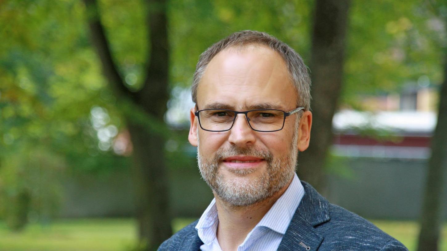 Prof. Dr. Klaus Meier lehrt an der Katholischen Universität in Eichstätt Journalistik. Vor seiner wissenschaftlichen Laufbahn hat er ein Volontariat absolviert. Kürzlich wurde der 49-Jährige mit dem