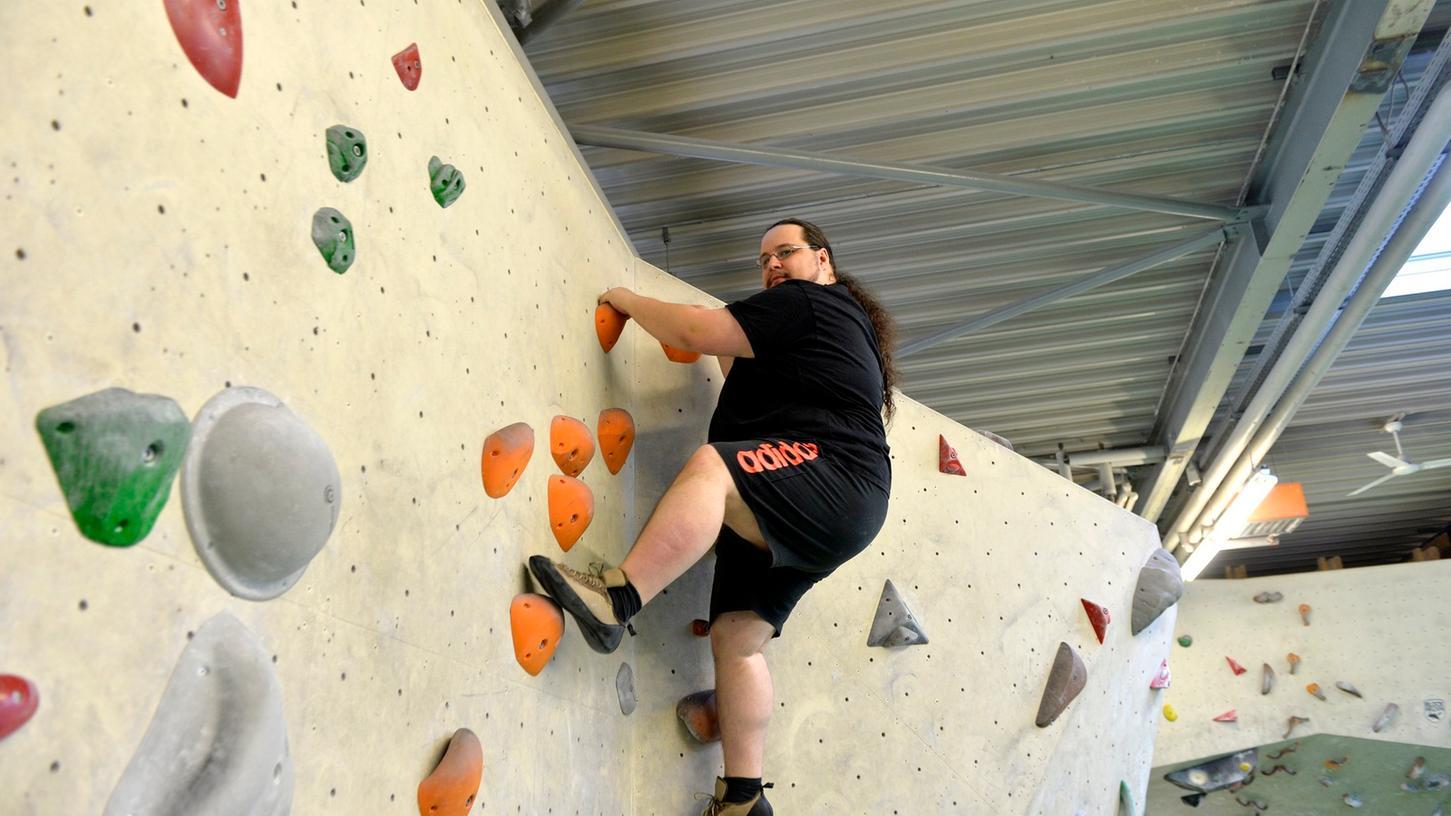 Bernd Müller, der im wahren Leben anders heißt, hat durch Bouldern enorm an Selbstvertrauen gewonnen.