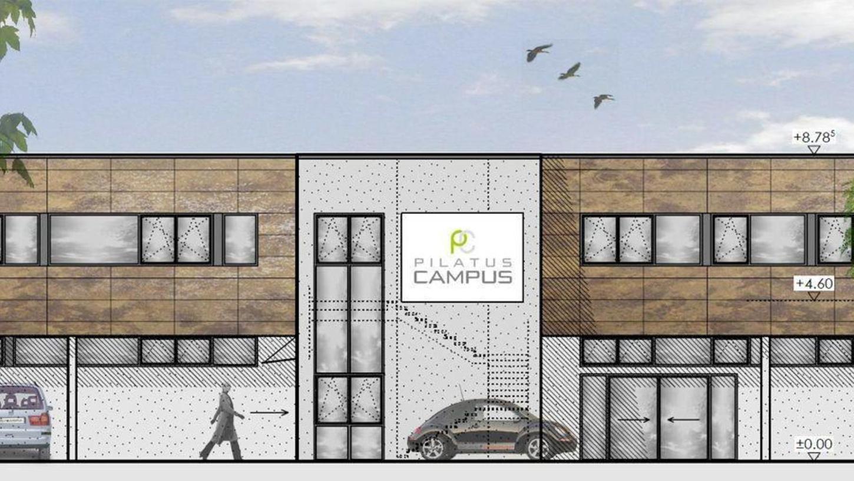 Der Pilatus Campus wächst: Auf der Freifläche hinter der Tankstelle soll bis Mitte kommenden Jahres ein Geschäftshaus mit Getränkemarkt entstehen.