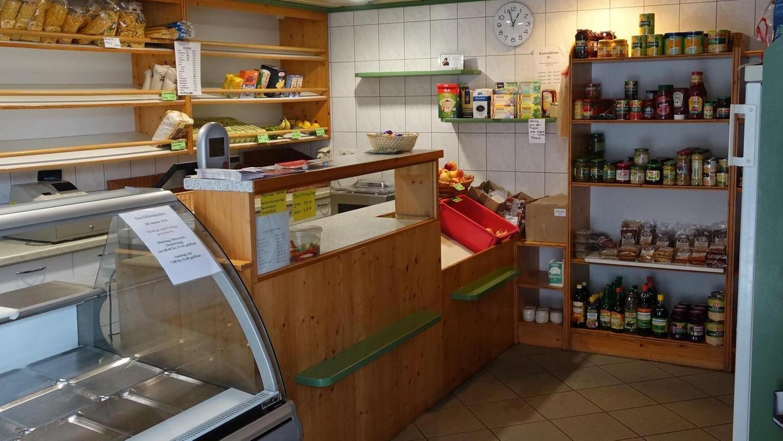 Mit einer Fragebogen-Aktion sollen die Wünsche und kreativen Anregungen der Kunden gesammelt werden, damit der Dorfladen in Oberwiesenacker weiter bestehen kann.