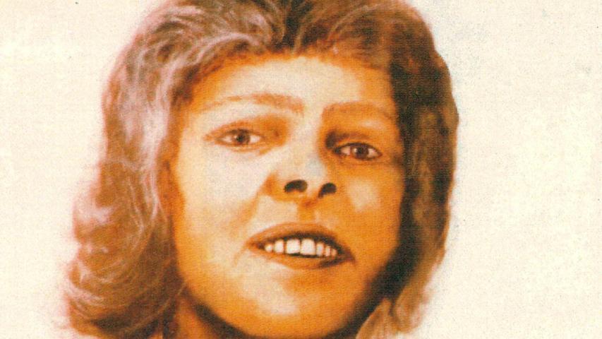 Erfolglos blieb auch die Veröffentlichung eines Bildes mit dem rekonstruierten Gesicht der Frau. Die Skizze war möglich, da ihr Kopf nicht so schwere Brandverletzungen aufwies, wie der ihres Ehepartners. Mit modernen ...