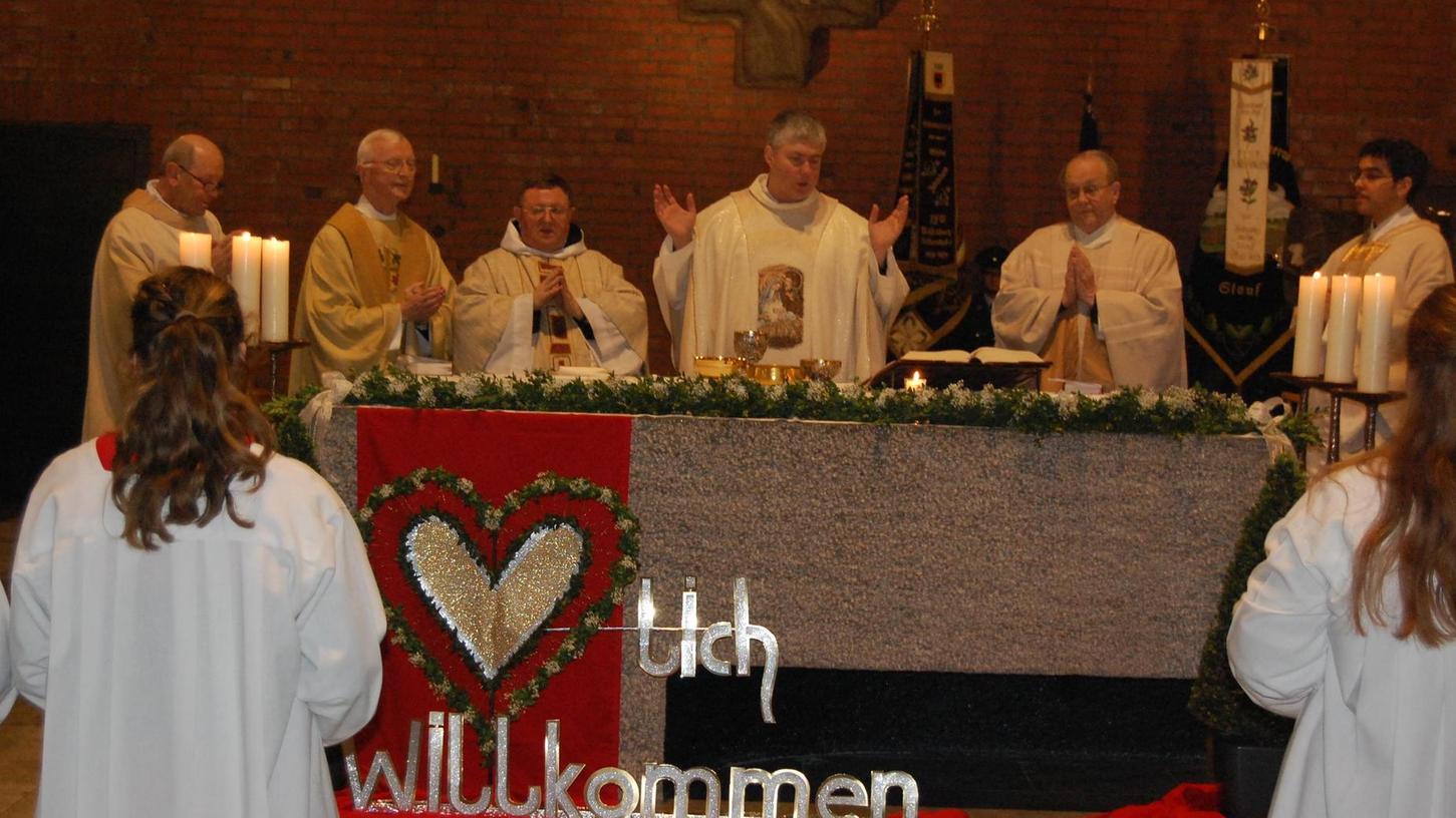 Der neue Woffenbacher Pfarrer Roland Seger wurde bei einem Festgottesdienst in sein Amt eingeführt.