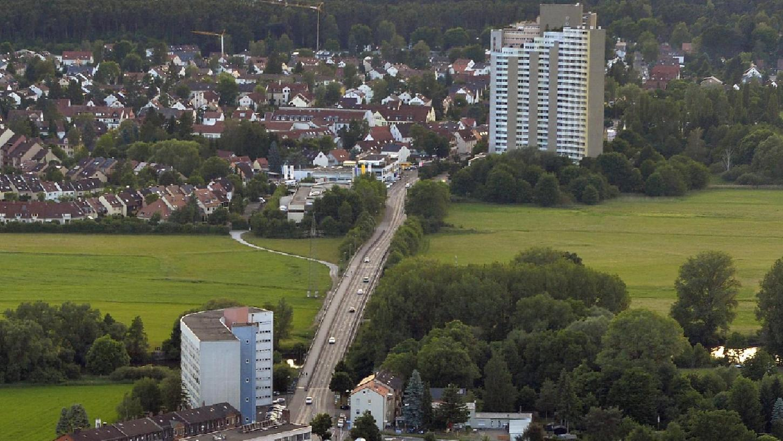 In der Trassenführung des Entwurfs des VCD von Andreas Brock spielt der Dechsendorfer Damm eine zentrale Rolle, ist er doch statt einer Kosbacher Brücke die einzige Talquerung für die Stadt-Umland-Bahn. Dabei würden viele Buslinien durch die Straßenbahn ersetzt.