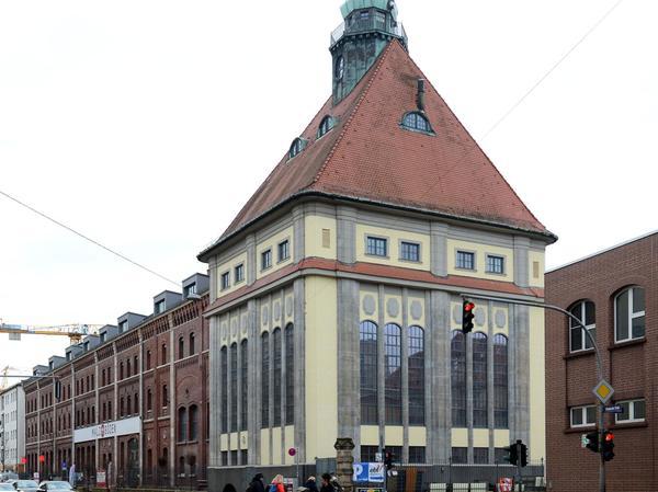 Das alte Sudhaus an der Schwabacher Straße mit seiner markanten Jugendstil-Fassade soll in Fürth die lokale Gastronomieszene bereichern. Ein Name für den neuen Gastrotempel steht aber noch nicht fest.