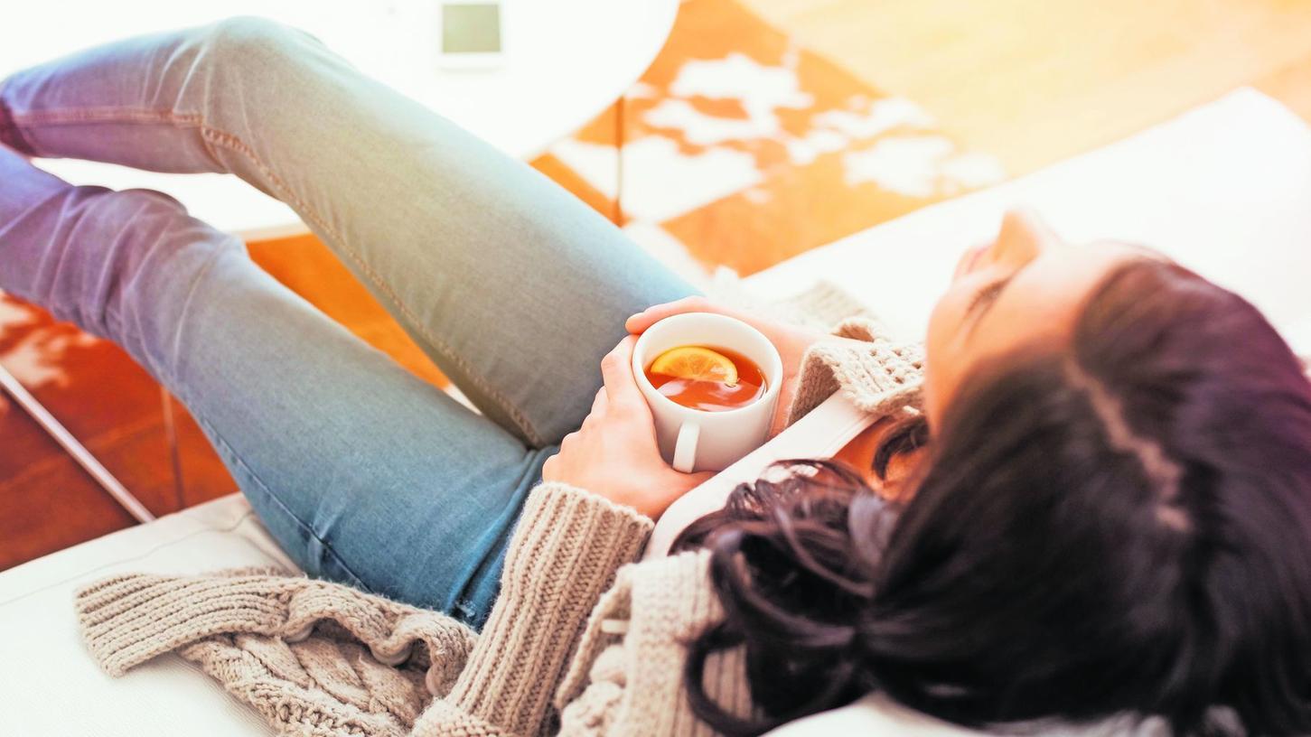 Kein Stress: Einfach mal an gar nichts denken, die Ruhe und den Tee genießen. Foto: rido/shutterstock.com
