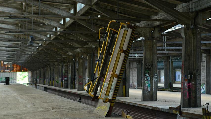 Als Ort der Schau wählte man die Umladehallen. Wo sonst in Nürnberg bot sich die Möglichkeit, mehrere Dutzend Lokomotiven, Wagen, Dioramen und vieles mehr unter einem Dach zu präsentieren?