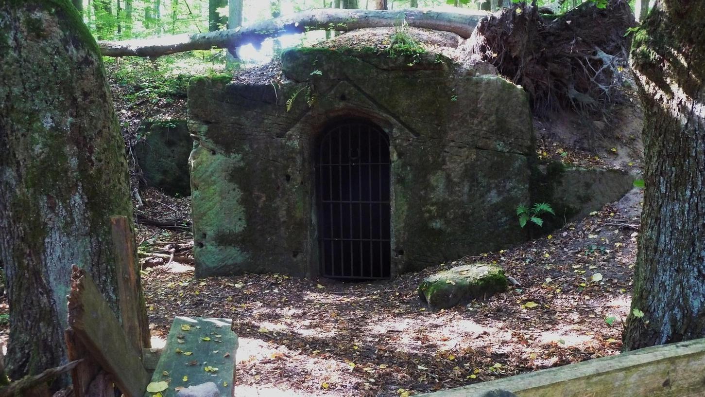 Einst beliebter Treff für Wald- und Steinbrucharbeiter sowie für Ausflügler: die Waldgaststätte in der Nähe der Ohrwaschel, bis sie 1912 von der Forstbehörde geschlossen wurde.