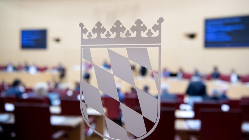 25. März: Der BayerischeLandtag beschließt ein neues Infektionsschutzgesetz. Diesem haben alle sechs Fraktionen zugestimmt. Das Gesetz bringt unter anderem neue Regelungen zur Bewältigung der Krisensituation.