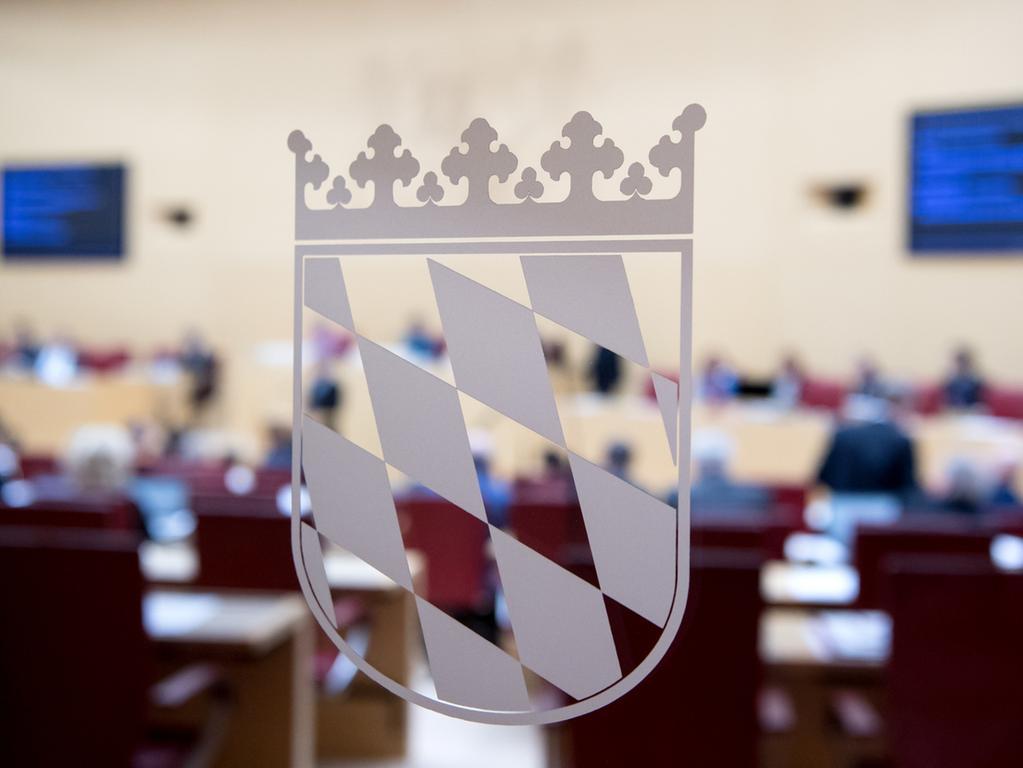22.02.2018, Bayern, München: Die Abgeordneten des bayerischen Landtags nehmen an einer Plenarsitzung teil. Der bayerische Landtag will in der Sitzung ein neues Kommunalwahlrecht verabschieden. Foto: Sven Hoppe/dpa +++ dpa-Bildfunk +++