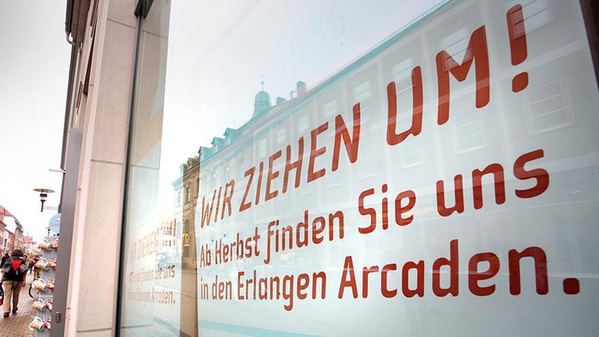 Erste Schilder kündigten in der Innenstadt schon an, dass manche Geschäfte bald in den neuen Einkaufskomplex umziehen werden.