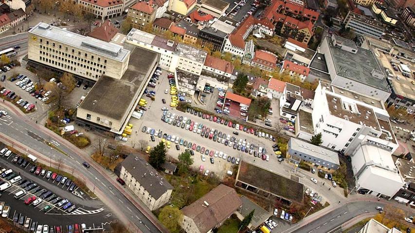 Das alte Hauptpostgebäude und die Parkplätze sollten...