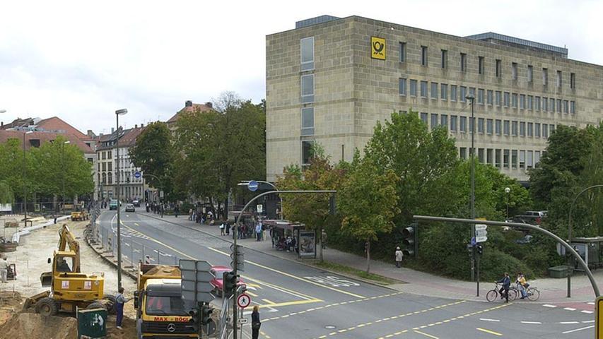 ... die Hauptpost in Erlangen.