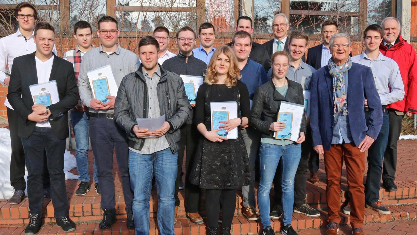Die Jahrgangsbesten des Beruflichen Schulzentrums Roth wurden bei der Abschlussfeier mit dem Bayerischen Staatspreis ausgezeichnet.