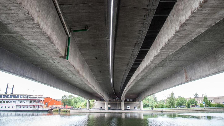 Sicher ist: Drei Hafenbrücken, hier die Brücke Frankenschnellweg über Südwesttangente und Main-Donau-Kanal, müssen neu gebaut werden. Was das Ganze für Verkehrsteilnehmer und insbesondere Pendler bedeutet, lässt sich noch nicht vollends abschätzen.