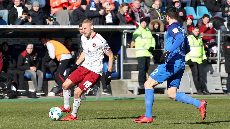 Ein schwaches 0:0, das dem Club aber weiterhilft: In Bochum kamen Behrens und Co. nicht über das Remis hinaus.